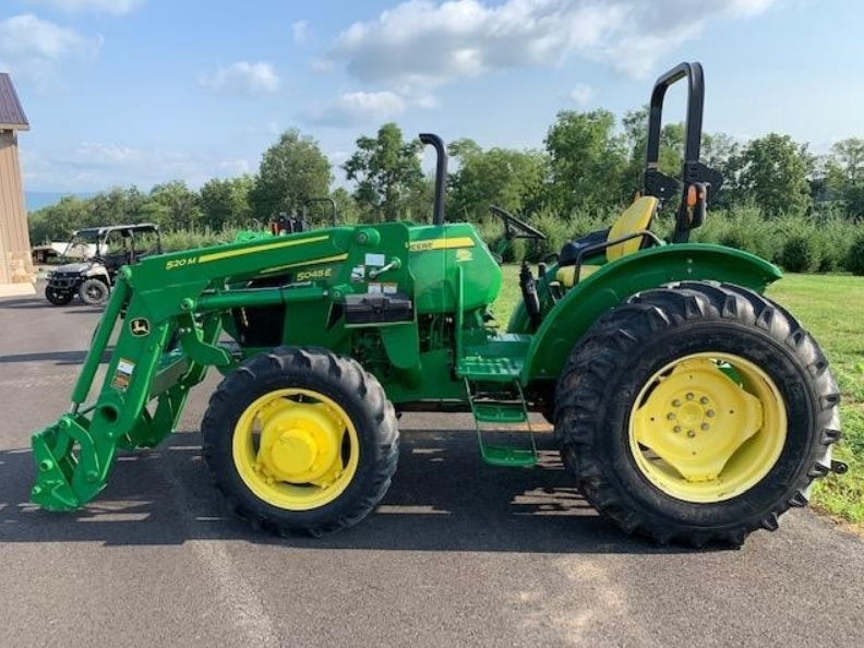John Deere 5045e with loader for sale in VICTORIA Texas 1